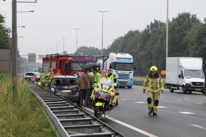 Hulpdiensten in actie bij het ongeval.