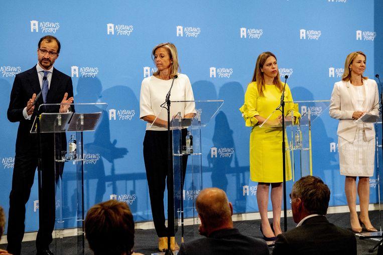 Eric Wiebes, Carola Schouten en Kasja Ollongren en Stientje van Veldhoven in juni, tijdens de presentatie van het Klimaatakkoord, een groot pakket maatregelen om de komende decennia de uitstoot van broeikasgassen terug te dringen.  Beeld ANP