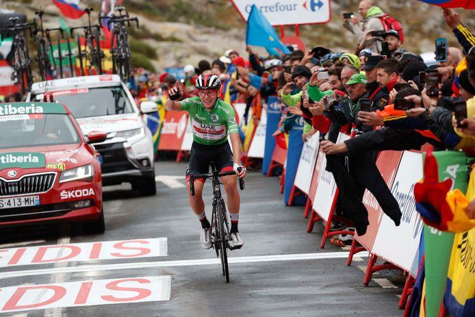 Tadej Pogacar soleert naar zijn derde ritzege in de Vuelta.