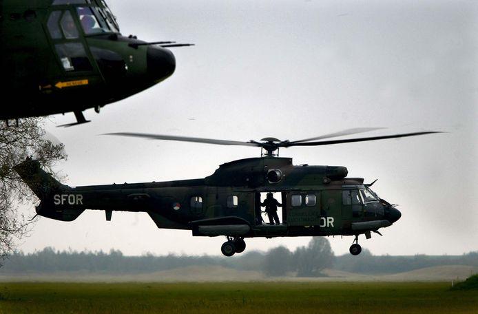 Een Cougar-helikopter van Defensie.