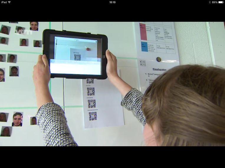 Om toegang te krijgen tot de filmpjes moeten de leerlingen een QR-code inscannen.