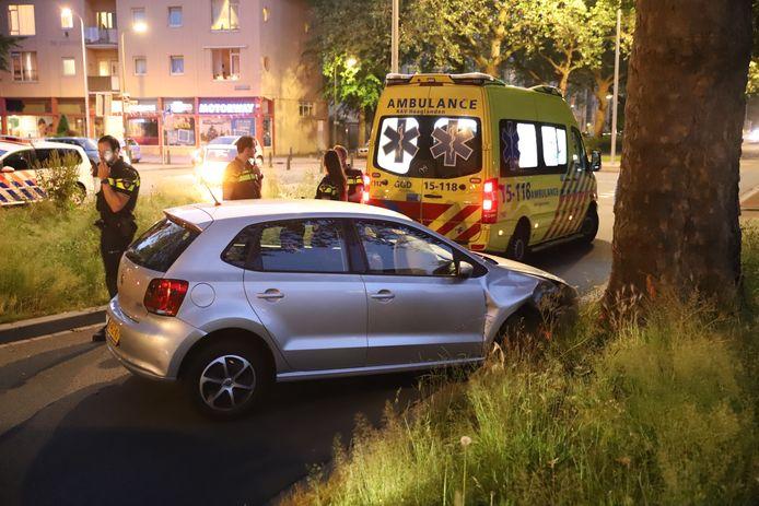 De bestuurder raakte lichtgewond bij het ongeval.
