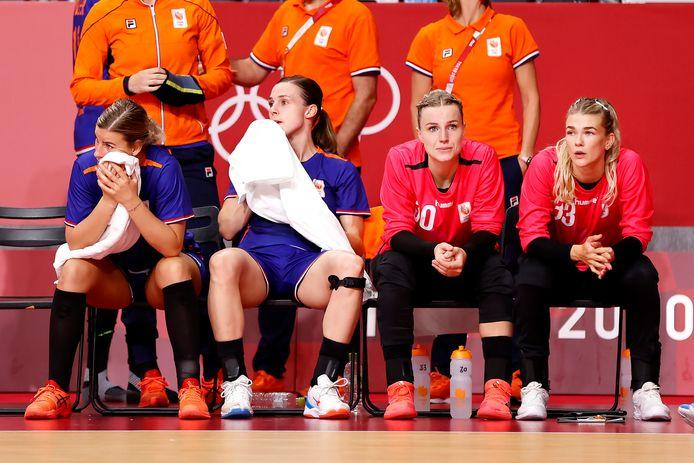 Ontgoocheling bij de Nederlandse handbalsters na de afstraffing door Frankrijk.