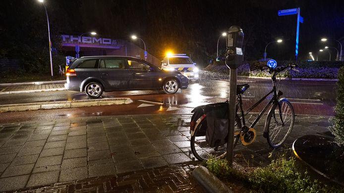 Op de rotonde van de Zwolseweg en de Rijsterborgherweg in Deventer is vanavond een fietsster aangereden.