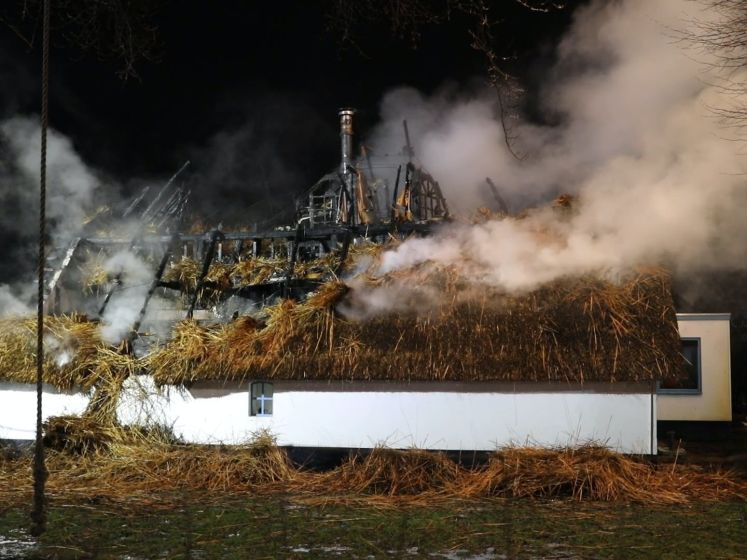 Monumentale woning brandt tot de grond toe af in Apeldoorn
