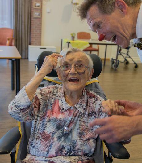 Clown en acteur Arno Huibers zet zich in voor mensen met ernstige dementie: 'Was echt een vergeten groep'