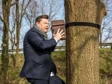 Eikenprocessierups in Hoogland wordt biologisch bestreden
