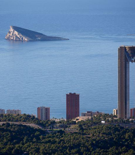 Eén na hoogste woontoren van Europa: zwembad op 46ste verdieping biedt spectaculair uitzicht