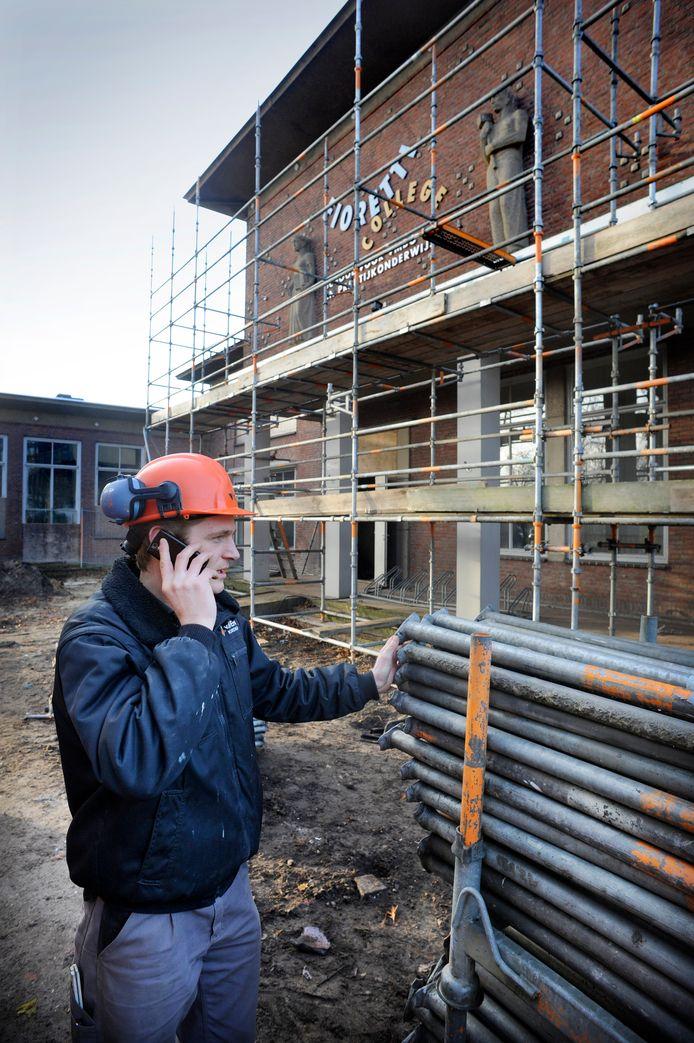 In het voormalige lts-gebouw aan de Spoorlaan in Veghel zijn al woningen gemaakt. Nu wordt ook aan de achterkant gebouwd. Er komen sociale huurwoningen.