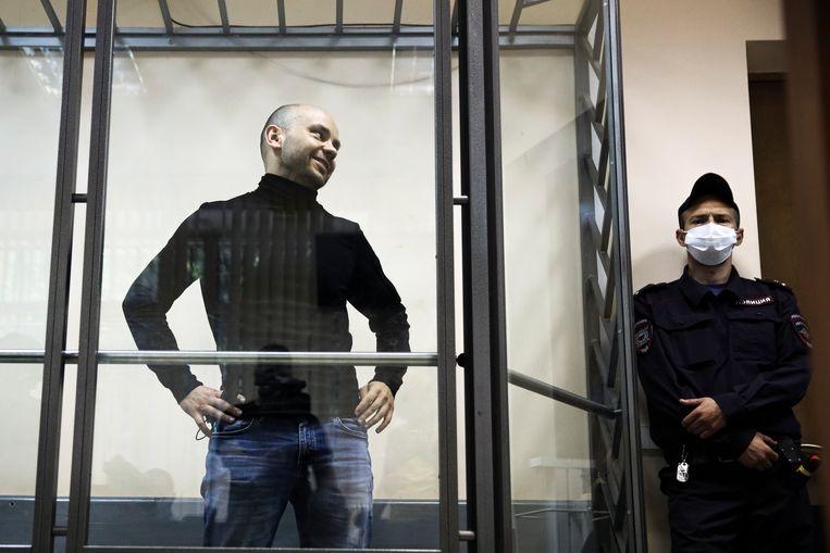 Dmitri Goedkov werd samen met Andrej Pivovarov opgepakt, die wel twee maanden in de gevangenis moest blijven.  Beeld AP