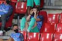 Gareth Bale verveelt zich op de tribune.