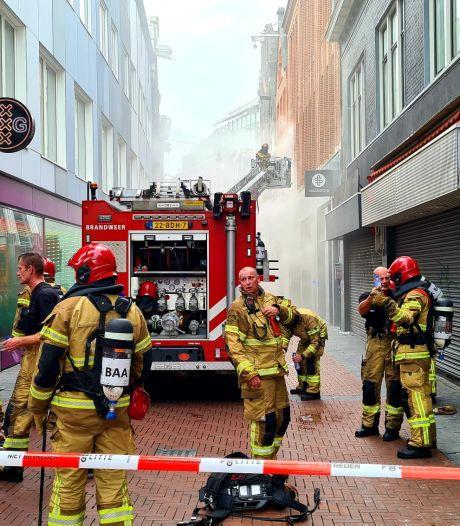 Grote brand in winkelpand aan de Nieuwendijk, voorraad kleding verwoest