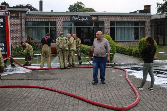 Zaakvoerder Patrick Poelman van taverne Het Kookpotje aan De Ster, bij een brand vorige zomer in de horecazaak.