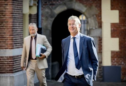 Arie Slob, Minister voor Basis- en Voortgezet Onderwijs en Media onderweg naar de wekelijke ministerraad.