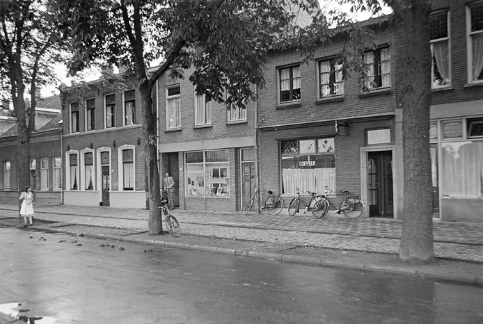 De kapperszaak aan de Spoorlaan 18 in 1949.