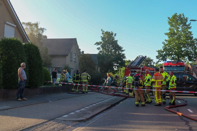 Brand in een carport bij een woning aan de Elspeterweg in Uddel.