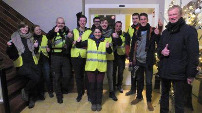 Leerkrachten VTI wandelen naar Wachtebeke voor Back On Track van tienkamper Thomas Van der Plaetsen