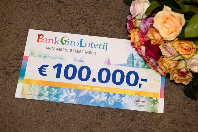 De 100.000 euro cheque