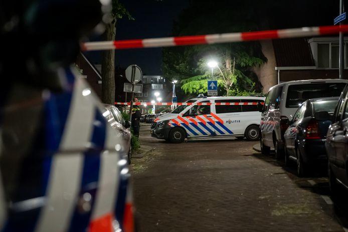 De politie kreeg een melding dat er een man met een vuurwapen op de Polslandstraat zou rondlopen.