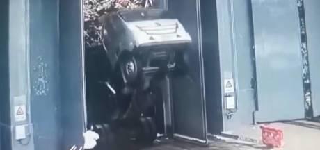 Vuilnisman stort 40 meter naar beneden bij leegkiepen wagen