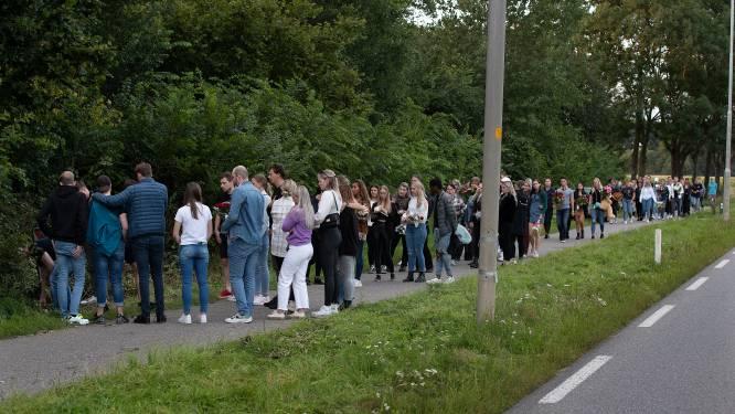 Vrienden en familie staan stil bij lot vriendinnen (19 en 22) op plek tragisch ongeluk Wehl: 'Mooi eerbetoon'