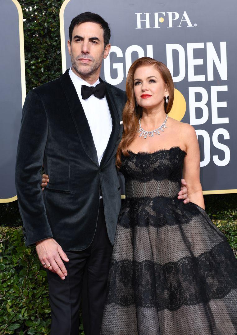 Isla Fisher (rechts) en Sacha Baron Cohen houden het bij statig zwart-wit.