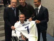 Ricksen ontvangt shirt Cristiano Ronaldo