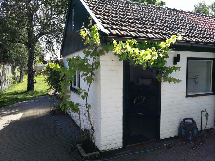 Toen Ruben de Boer het huis kocht, was de schuur al omgebouwd tot kantoor.