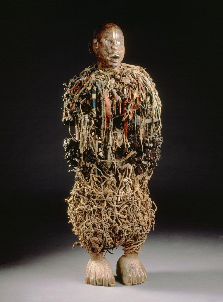 Nkisi:  wie een dergelijk 'door een geest bewoond' spijkerbeeld in huis heeft, geldt als machtig mens.  Beeld Kmma