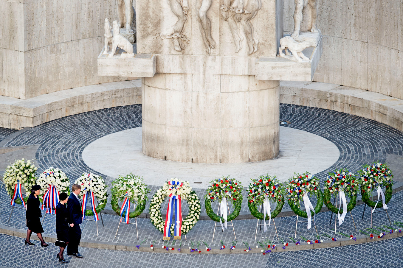 Foto ter illustratie. Het Nationale Monument op de Dam tijdens de nationale dodenherdenking.