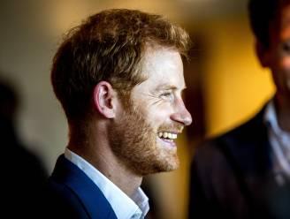 """Prins Harry speecht over het coronavaccin: """"Families wereldwijd worden overspoeld door foute informatie"""""""