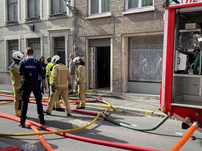De brandweer in de Sint-Jorisstraat.