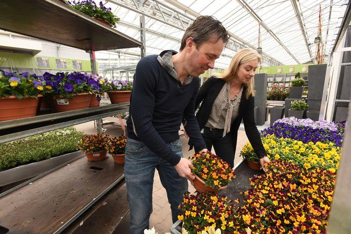 Wim en Marjolein van de Noort in hun nieuwe tuincentrum aan de Stokhasseltlaan in Tilburg.