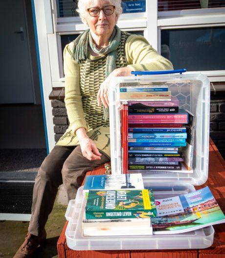 Gertie wil een minibieb voor de gezelligheid: 'Zonde als boeken staan te verstoffen in de kast'