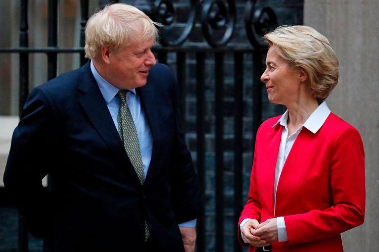 Januari: een van de vele ontmoetingen tussen de Engelse premier Boris Johnson en Ursula von der Leyen, de voorzitter van de Europese Commissie. Beeld AFP