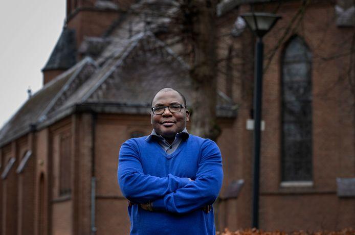 Pater Titus Ikyomke uit Nigeria, die per 1 januari aangetreden is in de parochie Heilige Maria, die bestaat uit acht kerken in Den Bosch, Rosmalen en Empel.
