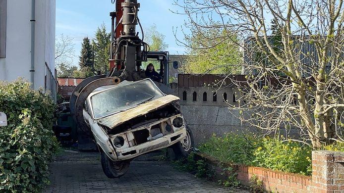 Ontruiming van een autokerkhof in Brugge.