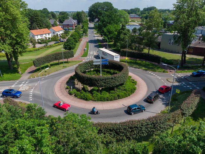 De rotonde in de Apeldoornseweg in Hattem komt voor adoptie in aanmerking.