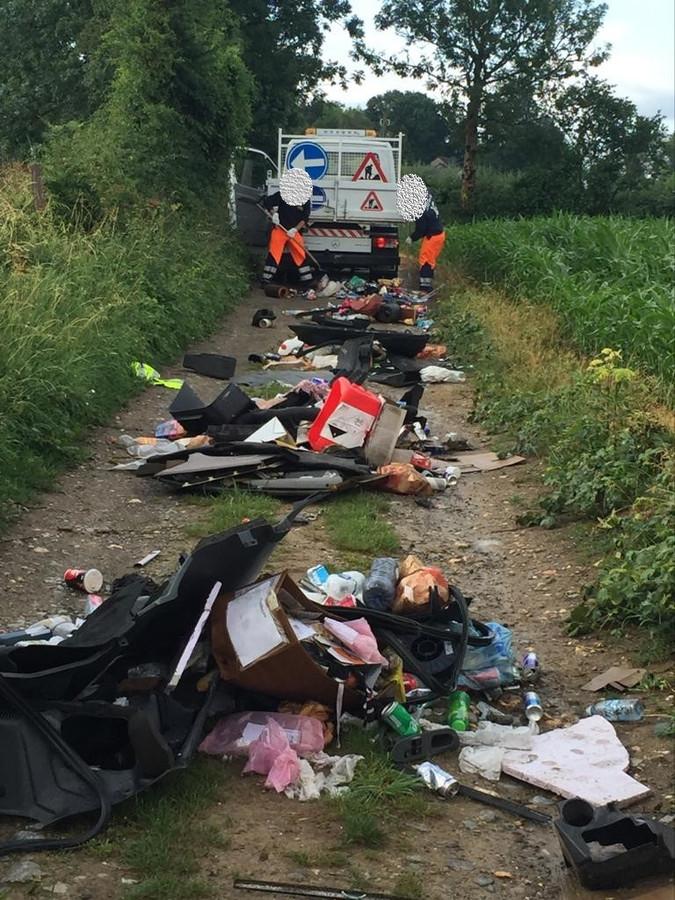Des déchets déversés sur un chemin à Herve.
