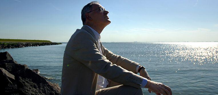 Adri Duivesteijn aan het IJmeer. Beeld Joost van den Broek