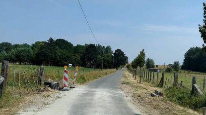 Hoogkouterstraat dag afgesloten door asfalteringswerken
