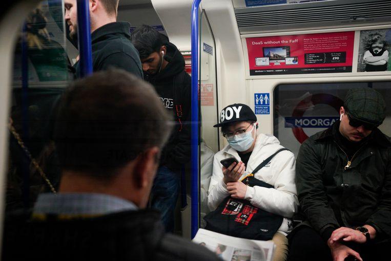 Het is nog druk in de metro van Londen.  Beeld Getty Images