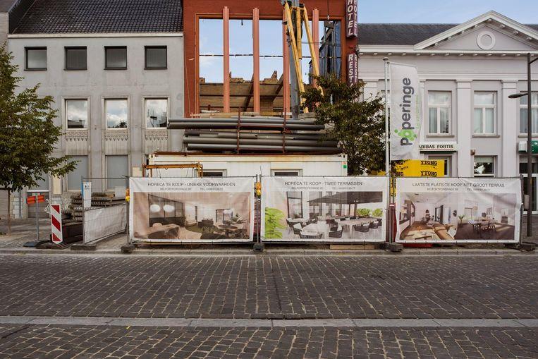 De bouw van appartementen aan het voormalige hotel Belfort op de Grote Markt is volop bezig.