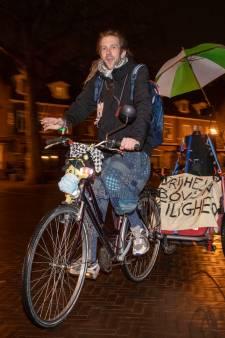 Eenzame protestant tegen avondklok in Wageningen: 'Ik draai langzaam door'