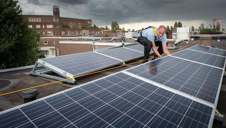 Door de lening kunnen er 42.000 zonnepanelen geplaatst worden op woningen van Ymere. Beeld Mats van Soolingen
