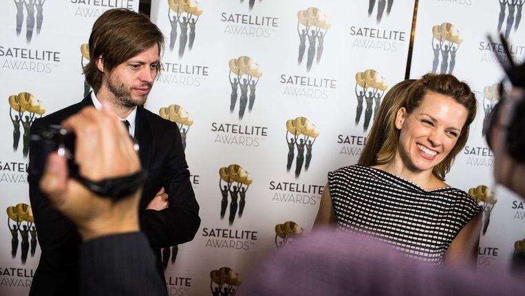 Felix van Groeningen en Veerle Baetens op de rode loper van de Satellite Awards. Beeld Bas Bogaerts