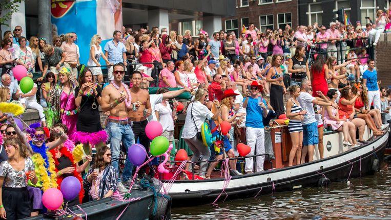 De botenparade vaart door de grachten van de binnenstad Beeld Jerry Lampen/ANP