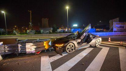 Bestuurder crasht met peperdure BMW i8
