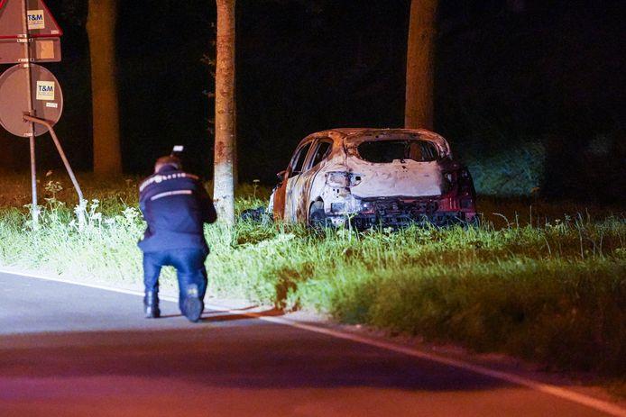 De uitgebrande auto werd op zo'n acht kilometer van de flat gevonden.