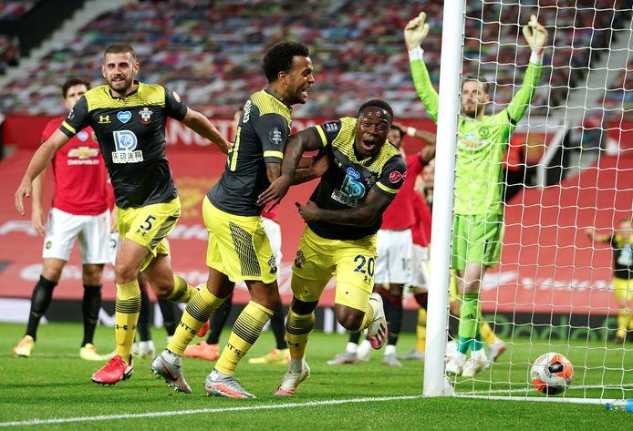 Manchester gaf een zege op Southampton in blessuretijd nog uit handen.